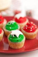 Xmas Cupcakes by peachjuice