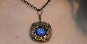 Dragon's Skin Necklace Color Changing Victorian by artistiquejewelry