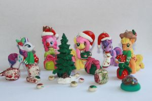 custom xmas outfits by emmyzbunny