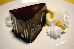 Cheese Cake with Chocolate Syrup by vungoclam
