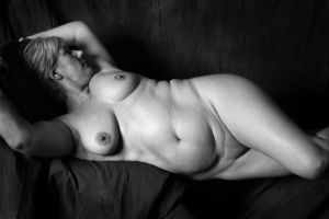 Mature nude reclining by bandwmagpie