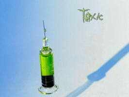 Toxic syringe by pOisoned-Dream