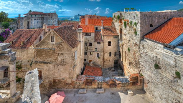 Houses inside dioclecian's palace by roman-gp