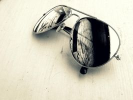 sunglasses reflection by Bouwland