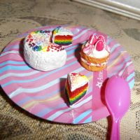 Rainbow and Strawberry cakes by Unipolly