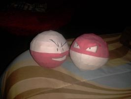 Voltorb And Electrode papercraft by javierini