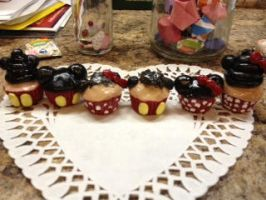 Last sculpt of 2013- mickey cupcakes by muffinthehamster11
