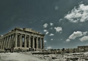 The Parthenon by nightdimness