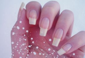 my nails in the snow by Tartofraises
