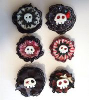Goth skull pins by yael360
