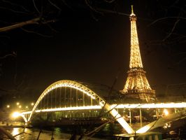 the eiffel tower by frunklo