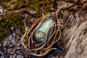 Pendant 'Gates to the forest kingdom' by Madormidera