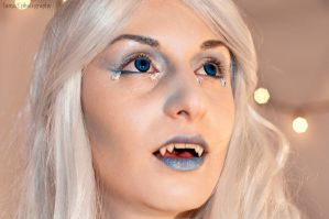 Vamped up Snow Queen by ghosttrin