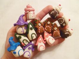 Handful of Fairy Houses by FlyingFrogCreations