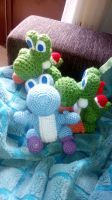 Yoshis of colour made of wool (crochet) by Frikivoodoo