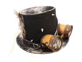 Spiky top hat with goggles by Serata
