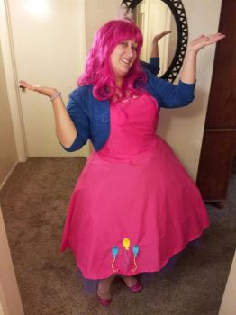 Pinkie Pie Cosplay by Avairrianna