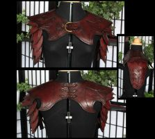 Leather pauldrons by Turiel-Eressiel