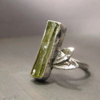 Lime branch ring by Jealousydesign