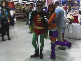 Robin and Starfire (Sakura-Con 2013) by Crazywolfgirl111