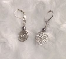 Silver roses earrings by rosnicka17