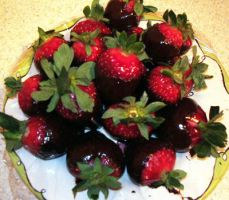 Chocolate Strawberries by Izile