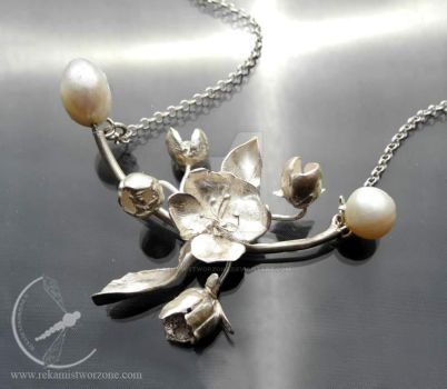 Apple blossom necklace by RekamiStworzone