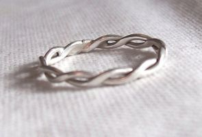 Twisted Ring by Tree-Girl