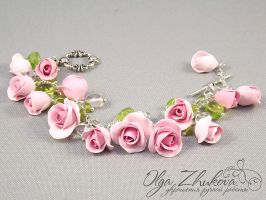 bracelet with roses by polyflowers