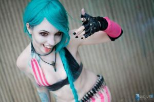 Jinx League of Legends Cosplay 2 by bitsycosplay