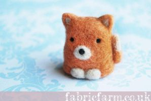 MINIATURE NEEDLE FELTED FOX by fabricfarm