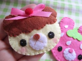 kawaii brooches by BrusyMilongui