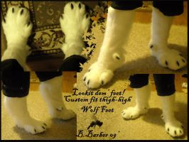 Custom-fit Wolf Feet by Magpieb0nes