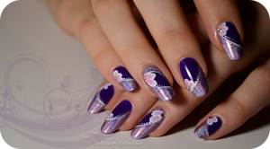 Violet nails by Tartofraises
