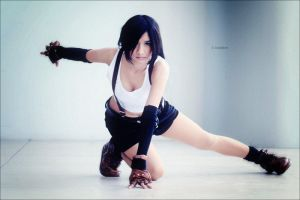 trademark pose: Tifa Lockhart by ianneDREAMER