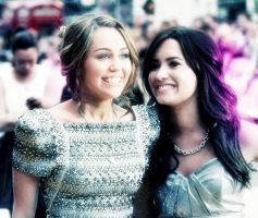 Demi y Miley by RosaCyrus