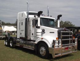Kenworth on display by RedtailFox