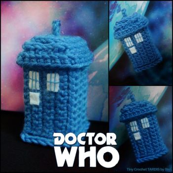 Tiny Crochet Tardis by siniart