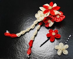Hanayome. Red + cream kanzashi by hanatsukuri