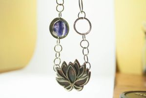 Lotus fluorite necklace. Yoga pendant by BichoBolita