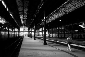 Station_and_woman by agaillard