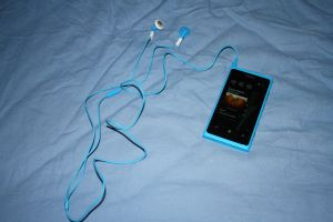 Lumia 800 cyan and cyan earphones by ProjektGoteborg