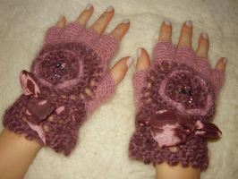 Gloves by jetuke