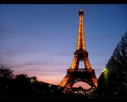 Eiffel Tower II by 0pen-y0ur-eyes