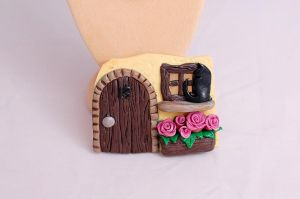 Fridge magnet - cat and hut by Mag-Dee