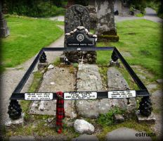 The Grave Of Rob Roy His Wife And Two Sons by Estruda