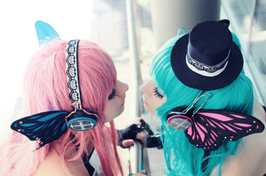Luka Megurine and Miku Hatsune - want you to kiss. by Mizukishou