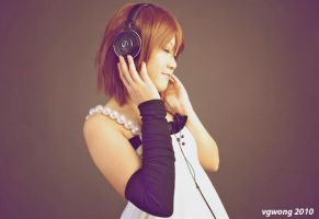 Yui-Listens by vgwong