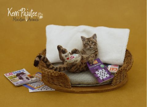 Miniature 1:12 Cat in Cast sculpture by Pajutee