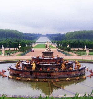Grand Fountain at Versaille Gardens